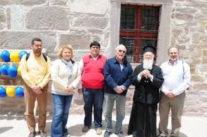 Ο πατριάρχης Βαρθολομαίος κατά την επίσκεψή του στον Αρχάγγελο Μιχαήλ της Σύλλης τον Μαϊο του 2012. Εξ αριστερών κατά σειράν : Αλκαίος Σαλκιτζόγλου, η συντηρήτρια του ναού , ο Τούρκος βυζαντινολόγος Mimiroglu,, o Πρόεδρος της Ένωσης Συλλαίων Τάκης Σαλκιτζόγλου, ο πατριάρχης Κων/πόλεως Βαρθολομαίος ο Α΄ και ο Μανόλης Σαρρηκωστής, αντιπρόεδρος της Ένωσης Συλλαίων