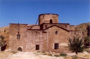 Ο ναός του Αρχαγγέλου Μιχαήλ ( ή Αγίας Ελένης, όπως τον αποκαλούν οι Τούρκοι ) σε φωτογραφία προ της ανακαινίσεώς του, η οποία διήρκεσε σχεδόν επτά χρόνια, από το 2007 έως το 2014.