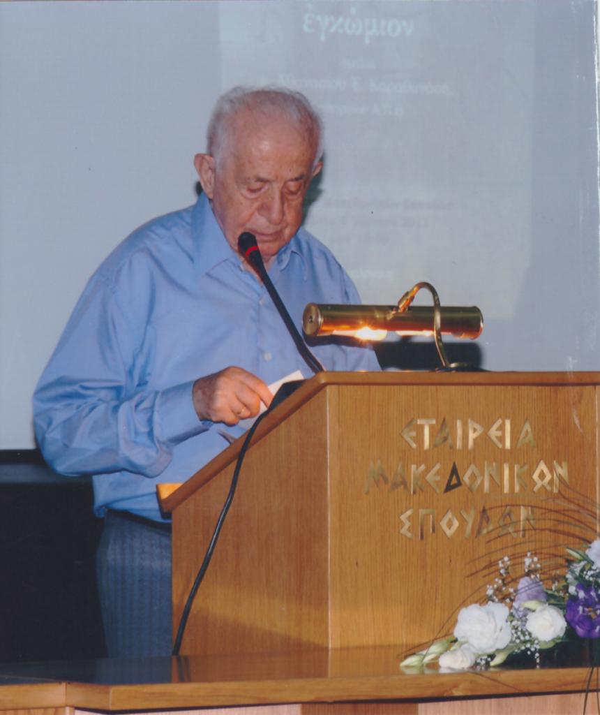 Ο αξέχαστος Αντώνης Εκμεκτζόγλου μιλάει τα σιλλιώτικα στην αίθουσα της Εταιρείας Μακεδονικών Σπουδών της Θεσσαλονίκης σε εκδήλωση της Ένωσης Συλλαίων ( 4 Ιουνίου 2011 ).